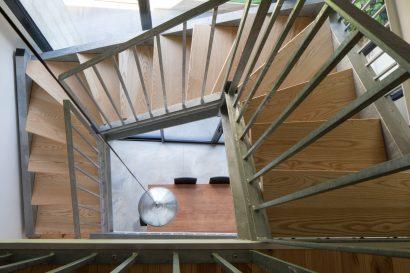 9-Lescalier-depuis-le-R2.jpg